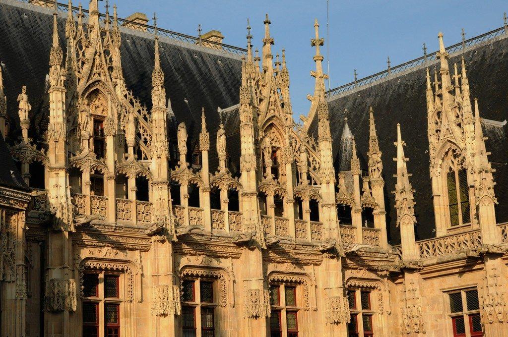 architecture gothique du Palais de Justice - ancien monument juif