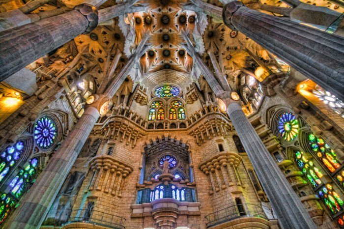 cathedrale interieur Sagrada Familia