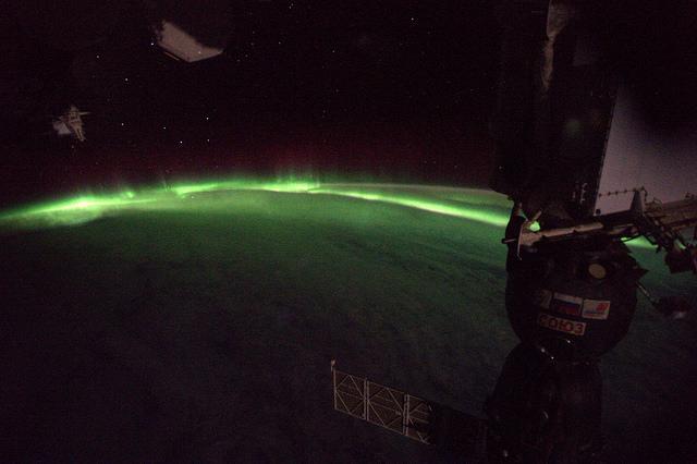 aurores boréales vue de l'espace